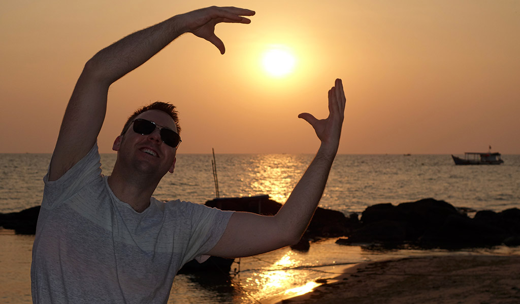 starting-with-a-travel-vietnam-sunset-james